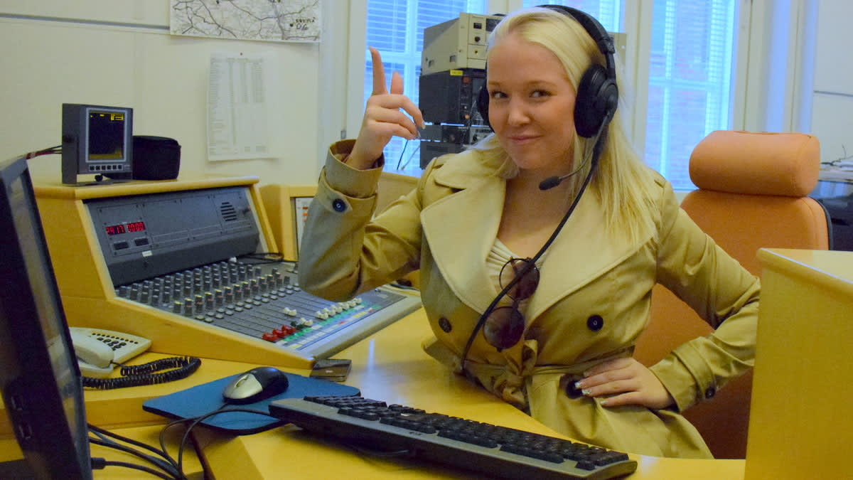 Linda Vink radiostudiolla