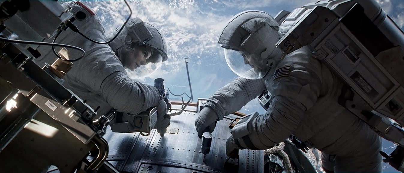 Sandra Bullock ja George Clooney elokuvassa Gravity.