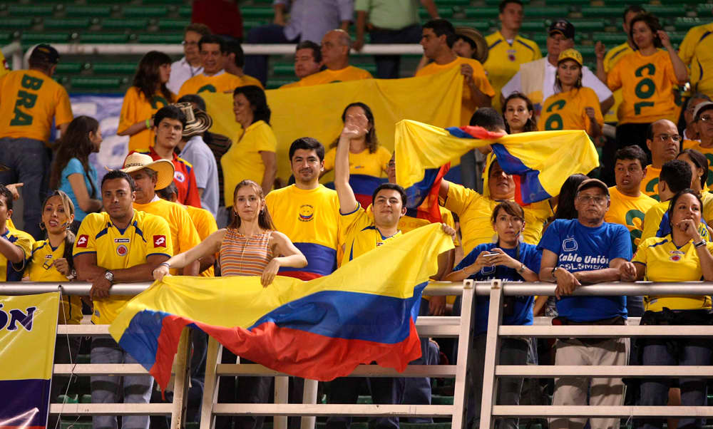 Kolumbian fanit katsomossa.