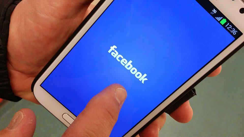 Facebook kännykässä.