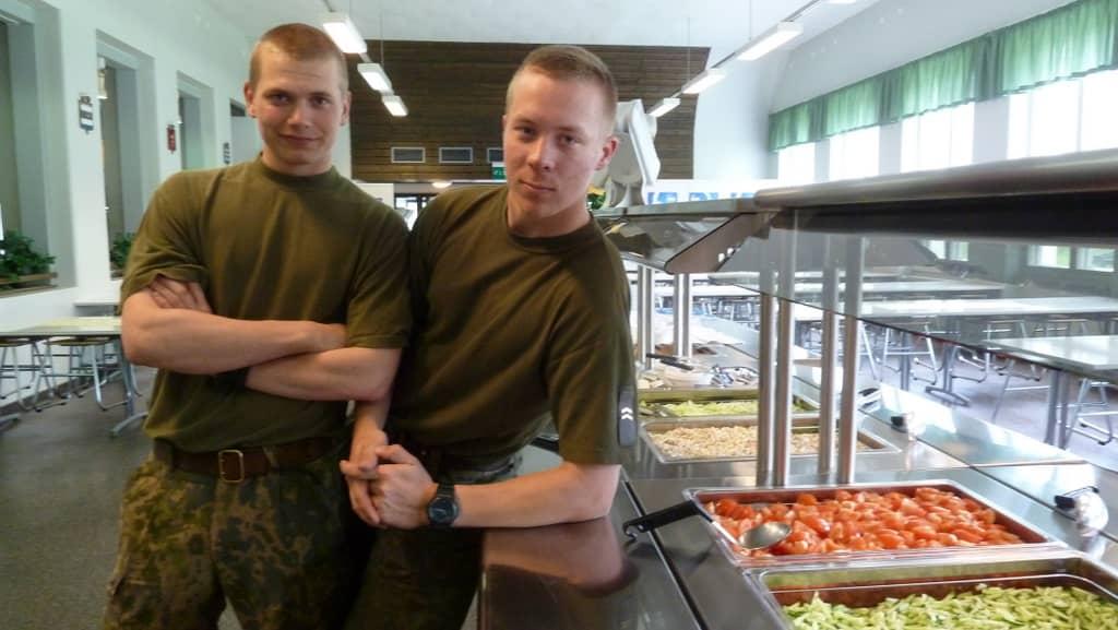 upseerikokelas Atte Mäkelä ja alikersantti Tuomas Ruusu