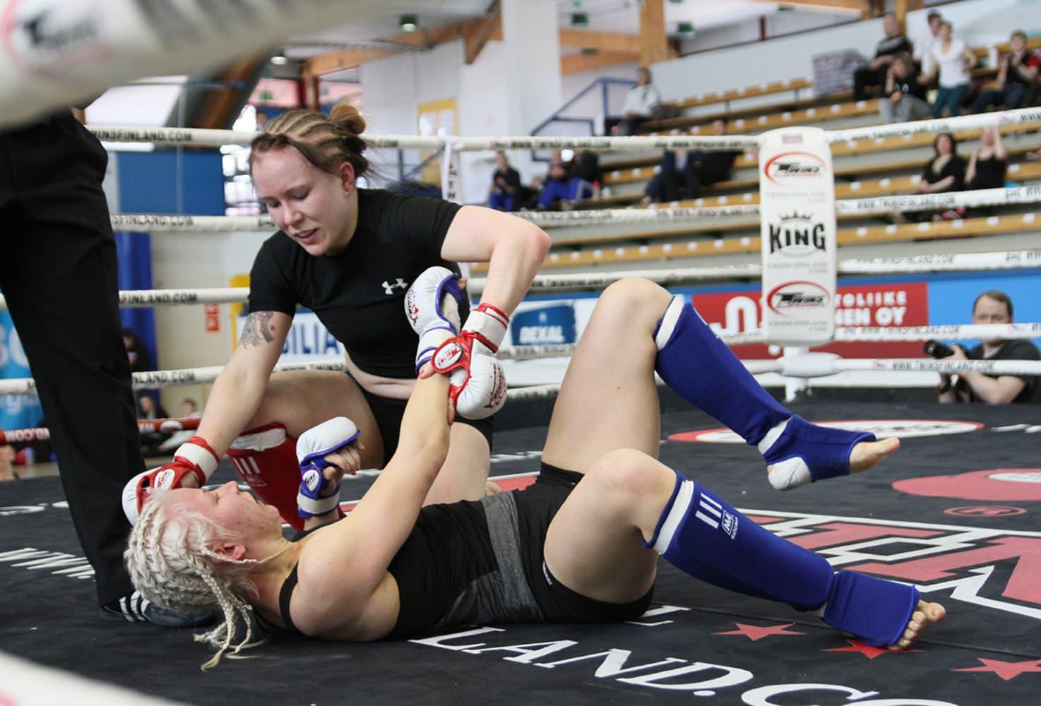 Tina Lähdemäki pääsee UFC-otteluun.