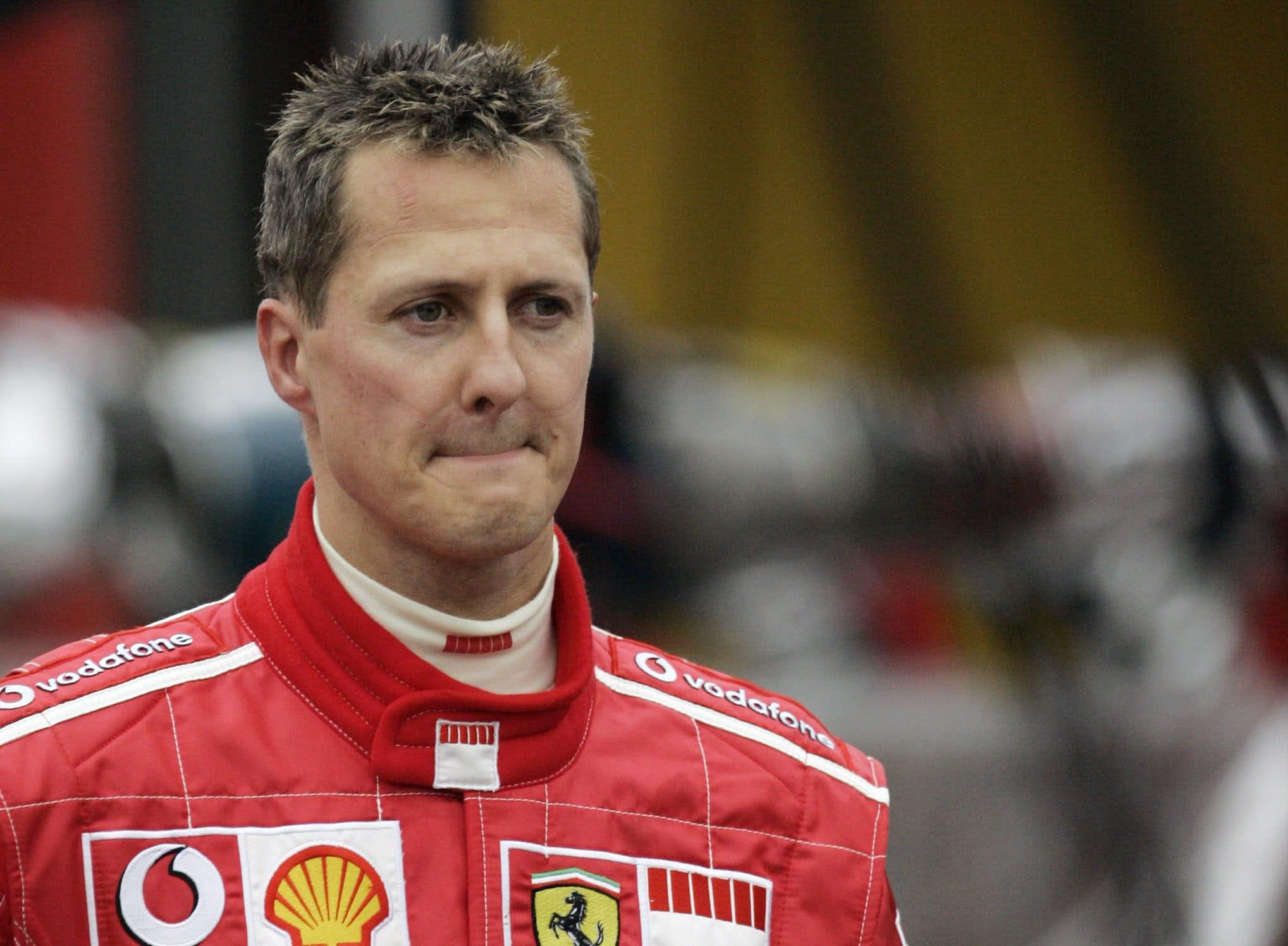 Michael Schumacher Ferrarin haalareissa.