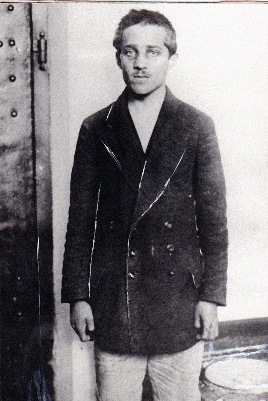 Päiväämätön arkistokuva Gavrilo Principistä Terezinin sellissä pidätyksensä jälkeen.