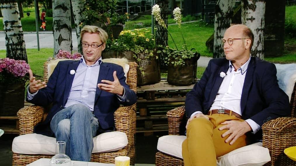 Kuvassa vasemmalla istuva kansanedustaja Mikael Jungner (sd.) ja kansanedustaja Kimmo Sasi (kok.) ja keskustelivat perintöverotuksesta ja sen mahdollisesta muuttamisesta.