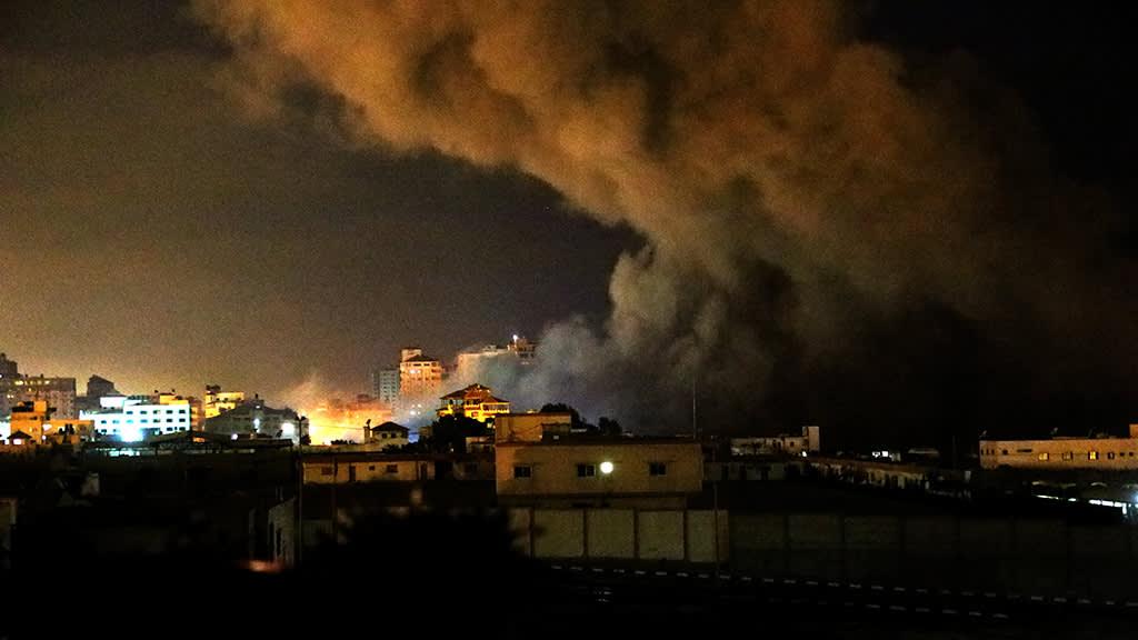 Savu nousee Israelin ilmaiskun jäljiltä Gazan kaupungissa.