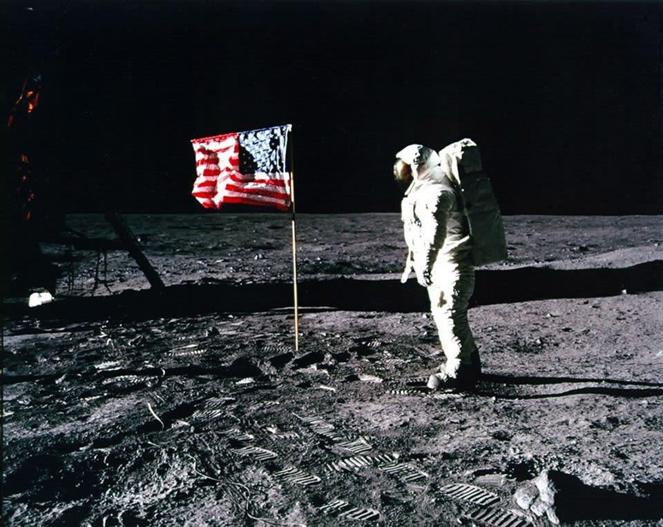 Apollo 11 astronautti Edwin 'Buzz' Aldrin kuunpinnalla vuonna 1969.