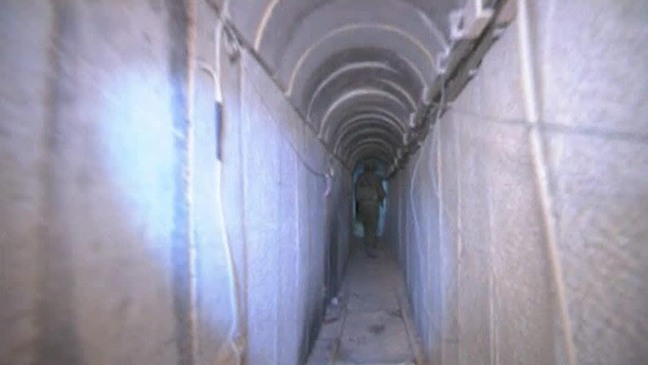 Gazasta Israeliin johtava tunneli kuvattuna Israelin armeijan järjestämän toimittajakierroksen aikana.