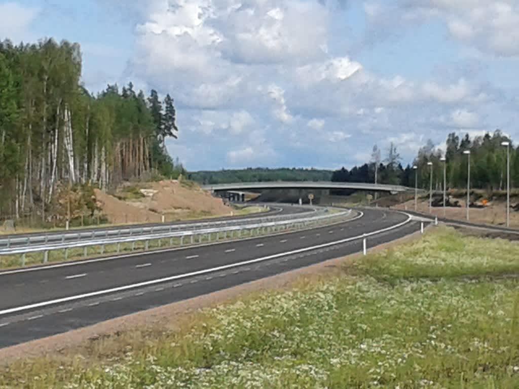 Uusi moottoritie Pyhtäällä.