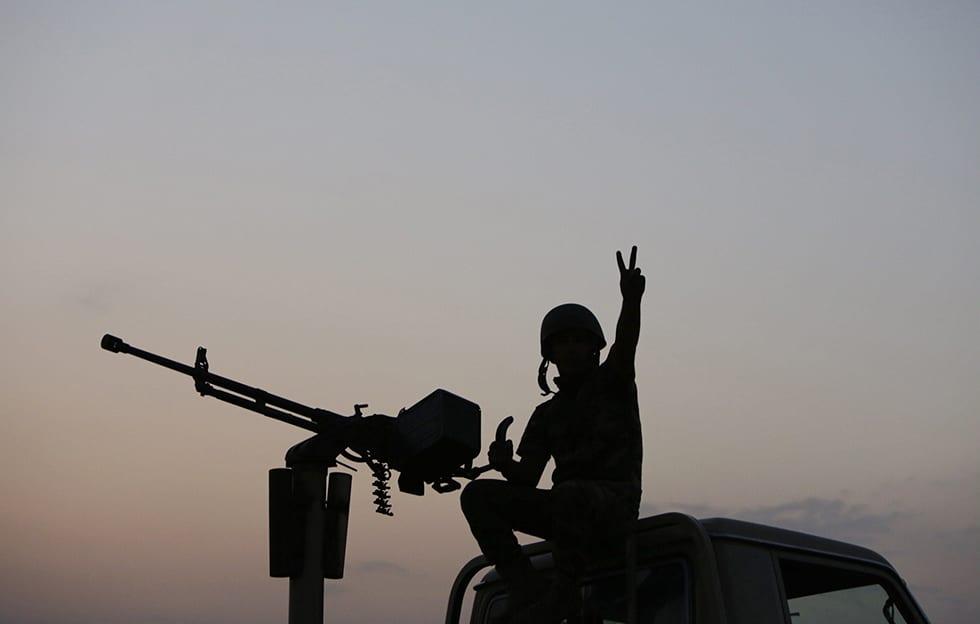 Irakilaisen peshmerka-joukkojen sotilas kuvattuna Mosulin kaupungin läheisyydessä 18. elokuuta.