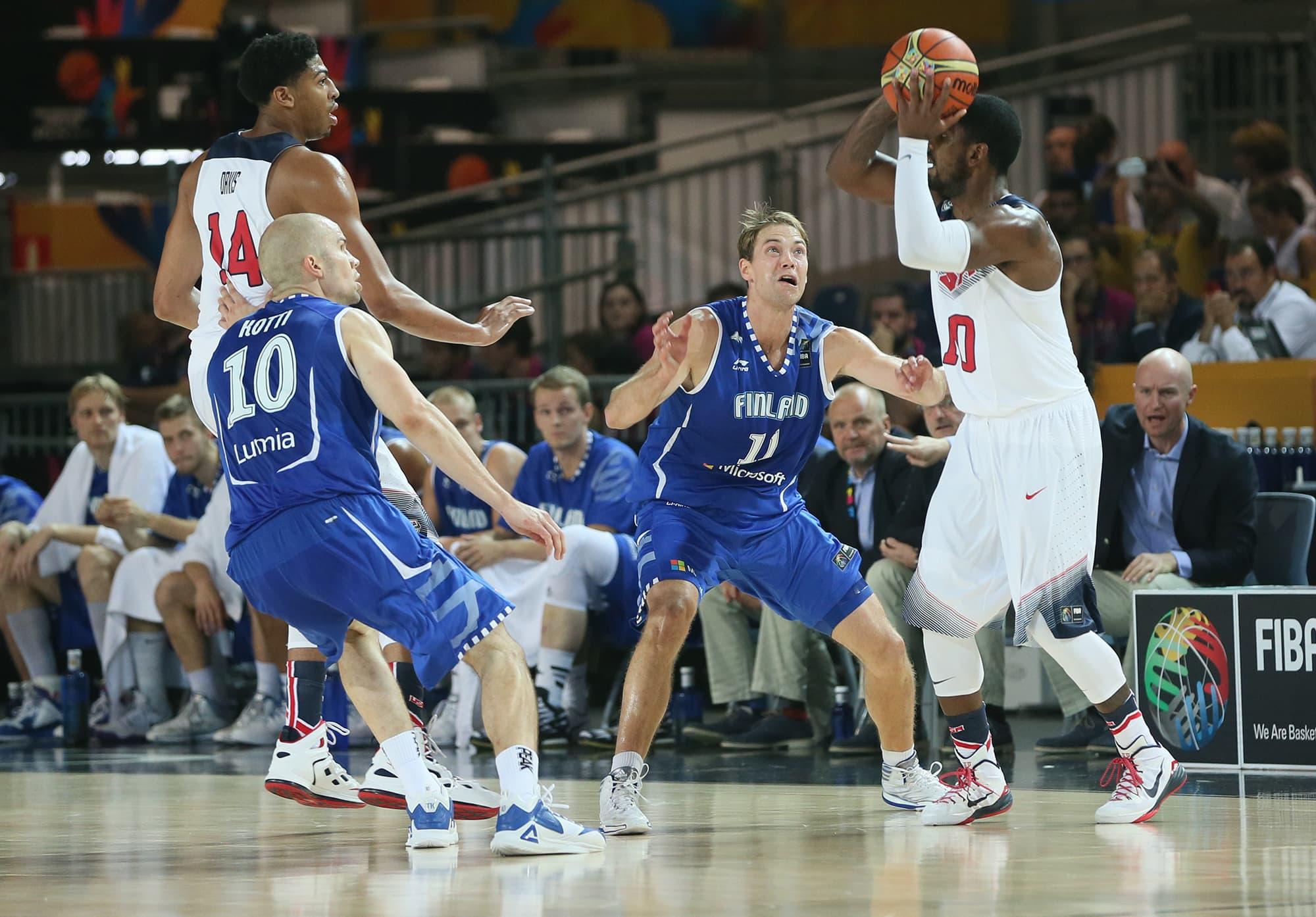 USA pyörittää peliä Suomea vastaan.