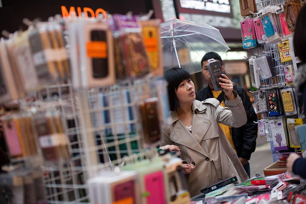 Kännykkätarvikekauppa Hong Kongin kaduilla.
