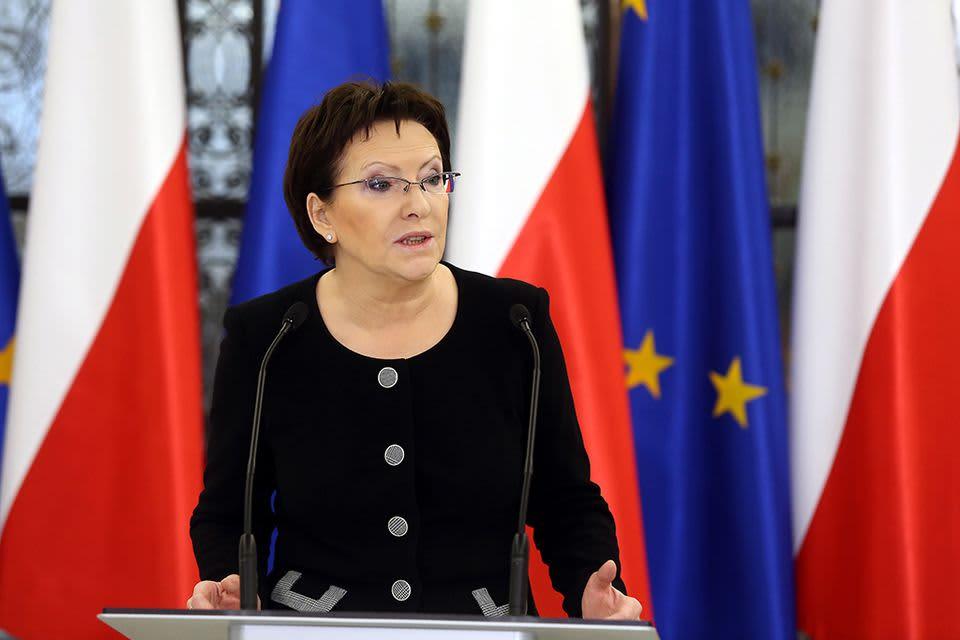 Ewa Kopacz puhui pressitilaisuudessa Puolan parlamenttitalossa Varsovassa 10. syyskuuta.