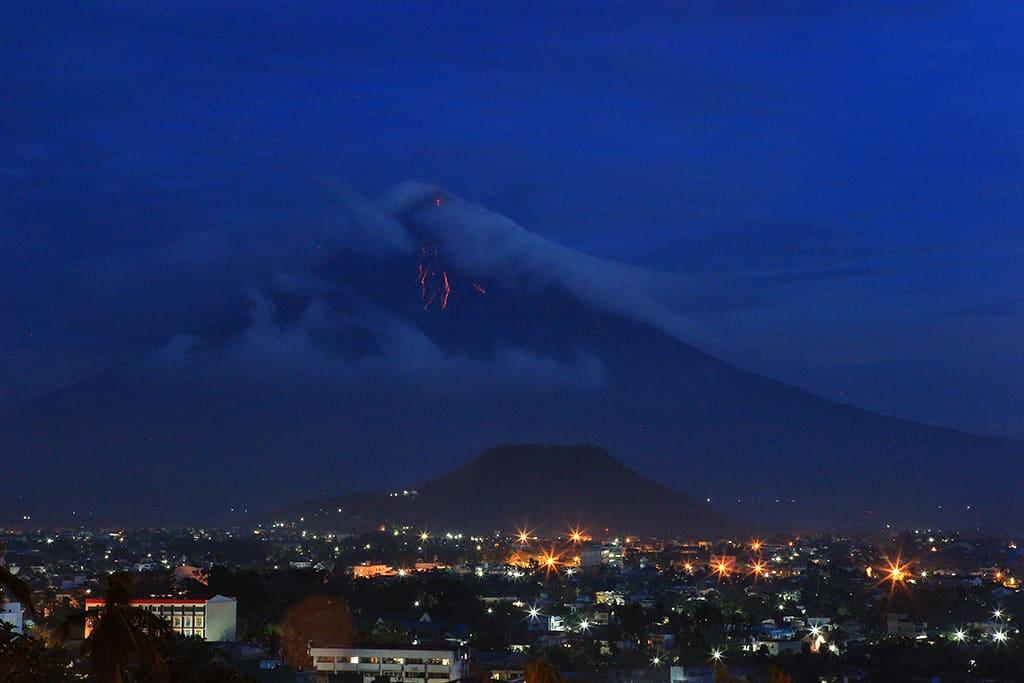 Filippiineillä sijaitseva Mayon tulivuori Legazpin.