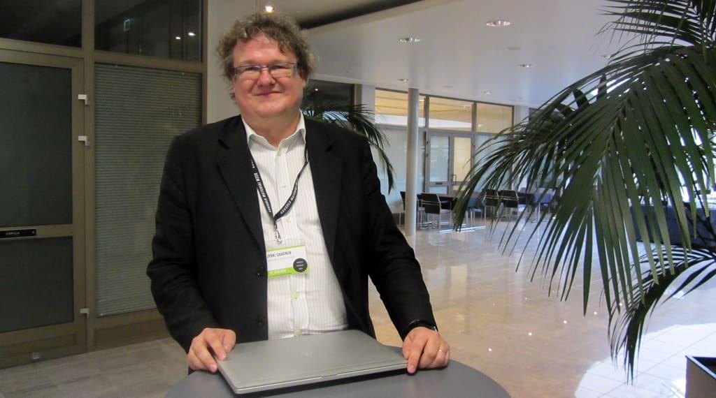 Kuvassa Itä-Suomen yliopiston professori Jyrki Saarinen. Saarinen oli puhumassa Kokkolassa Material Week -tapahtumassa.