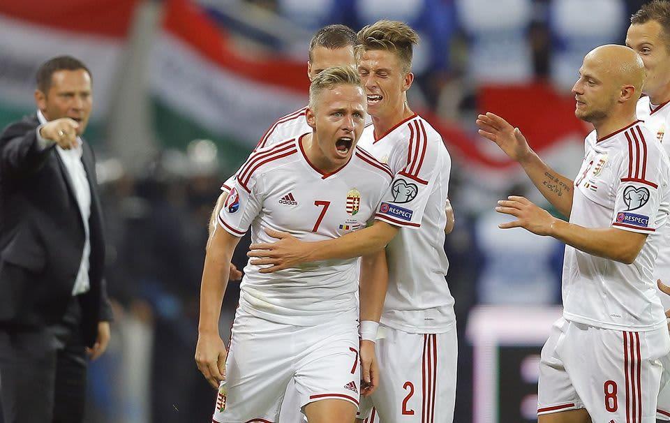 Unkarin Balasz Dzsudzsak tuulettaa maalia Romaniaa vastaan.