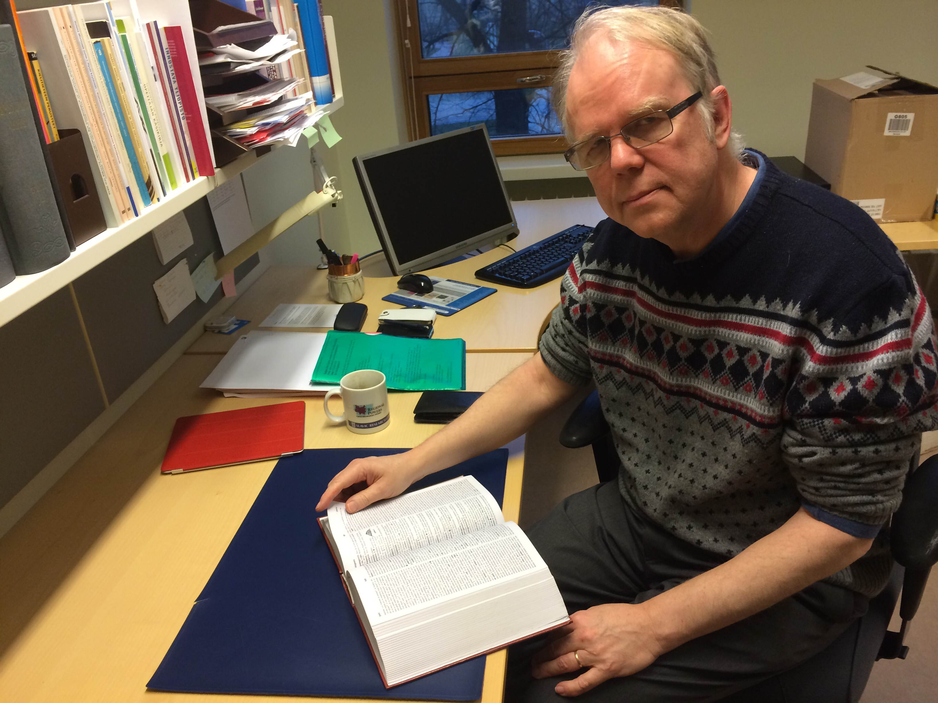 Jouko Lindstedt opetteli esperanton kielen jo nuorena miehenä. Nykyisin esperanto on myös perheen toinen kotikieli.