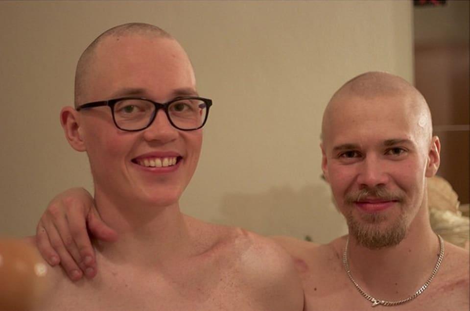 Roope Tonteri (oik.) sai kultamitalin kaulaansa, mutta menetti hiuksensa.