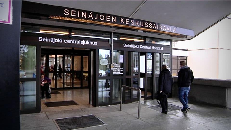 Seinäjoen keskussairaalan pääsisäänkäynti.