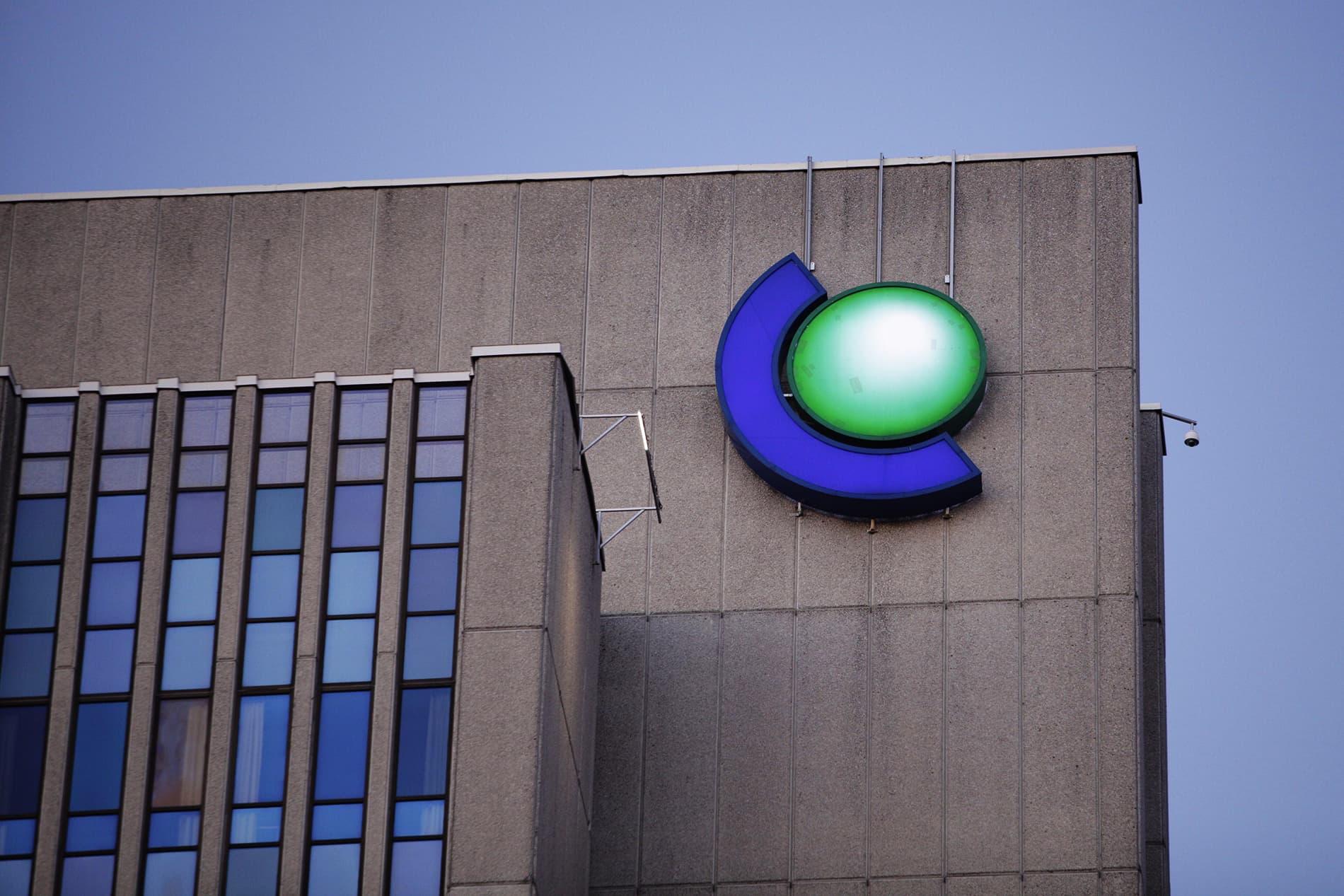 Energiayhtiö Fortum myy sähkönsiirtoliiketoimintansa Ruotsissa 6,6 miljardilla eurolla. Fortumin pääkonttori Espoon Keilaniemessä perjantai-iltana 13. maaliskuuta.