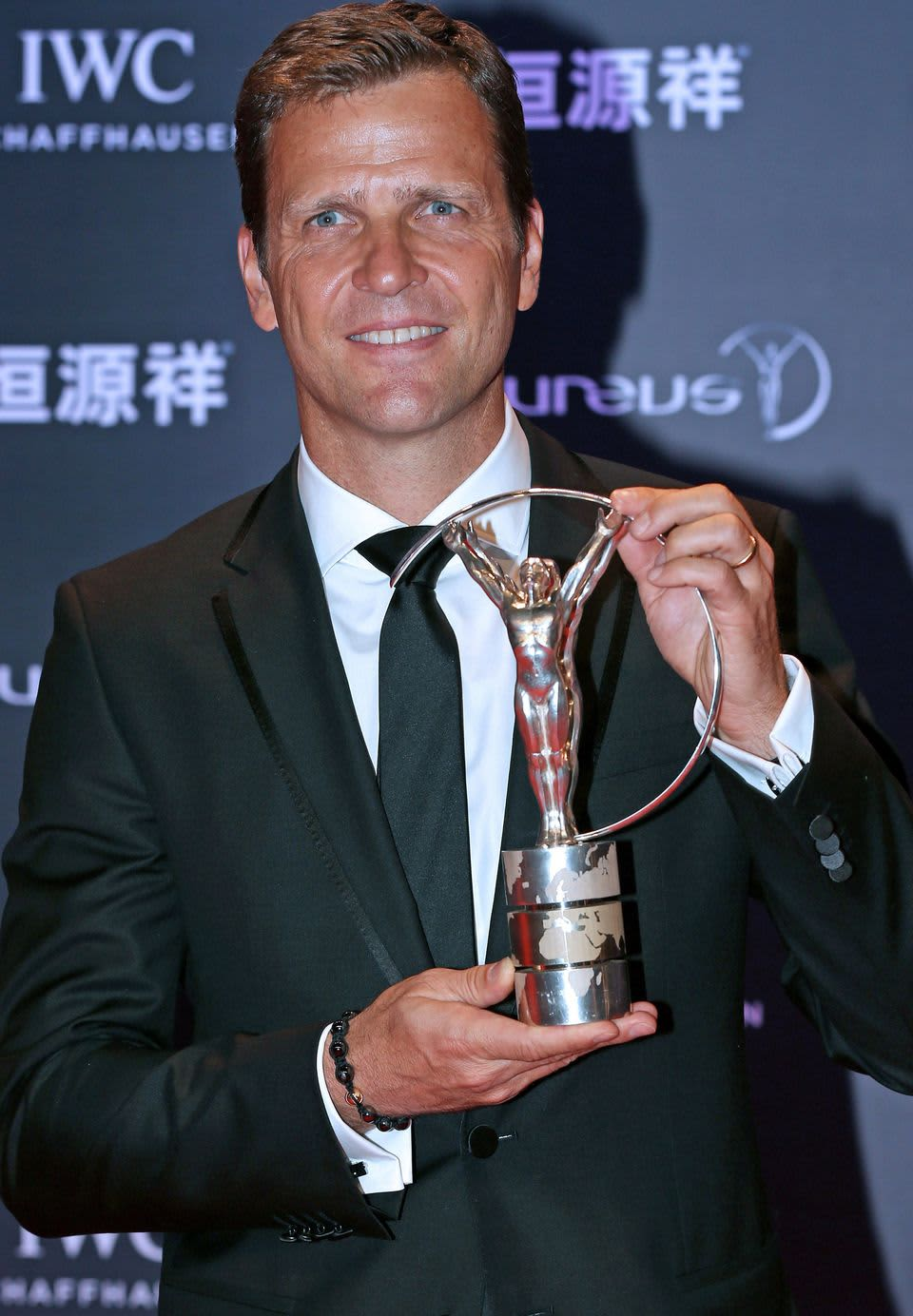 Saksan jalkapallomaajoukkueen manageri Oliver Bierhoff vastaanotti palkinnon joukkueen puolesta.