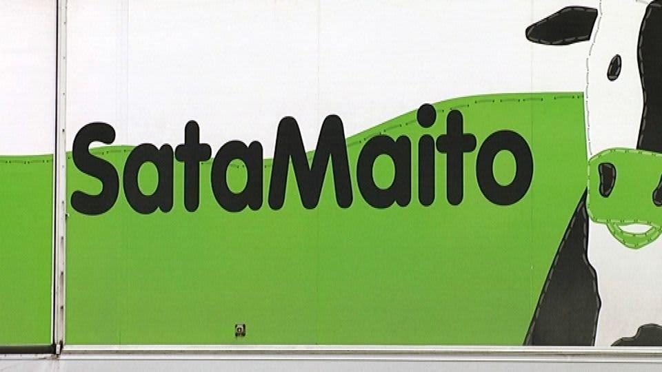 Purkin kyljessä teksti Satamaito ja lehmän pään kuva.