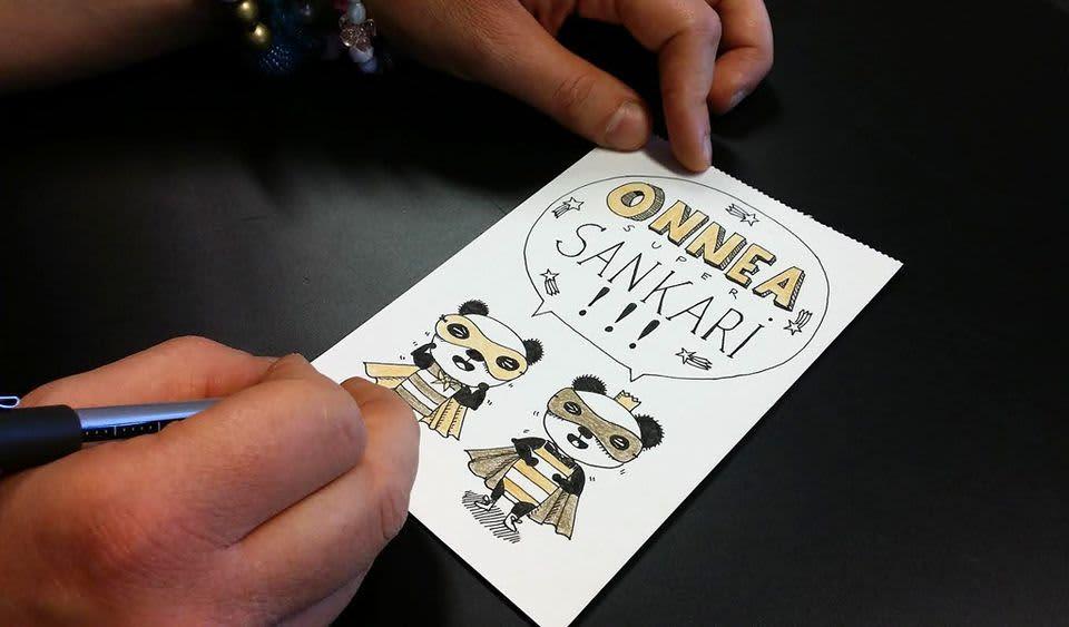 Lähikuvassa Elina Warstan piirtämä synttärikortti.