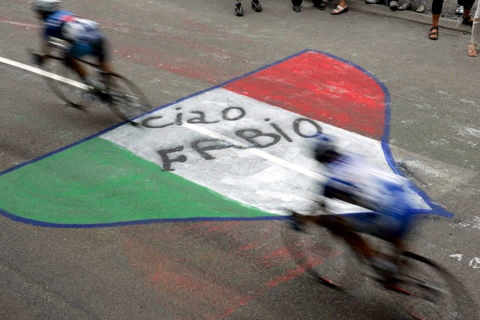 Tour de Francessa kunnioitettiin vuonna 2005 kymmenen vuotta aikaisemmin kuollutta Fabio Casartelliä.