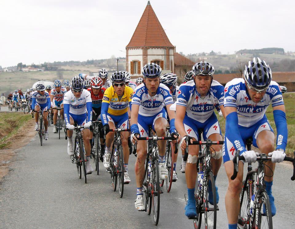 Quick Step -talllin ajajista Kevin Seeldraeyers, Sylvain Chavanel, Francesco Reda, Kevin Van Impe ja Kevin De Weert kuvassa vuoden 2009 Ranskan ympäriajossa.