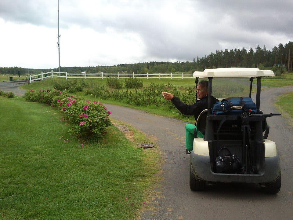 Kuortane Golfin toimitusjohtaja Pauli Lampinen on tyytyväinen tähänastiseen kauteen, vaikka lliian monena päivänä sääennusteessa on ollutkin sadepisara.