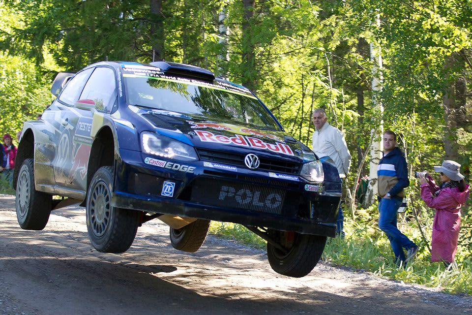Tässä lentää Jari-Matti Latvala.