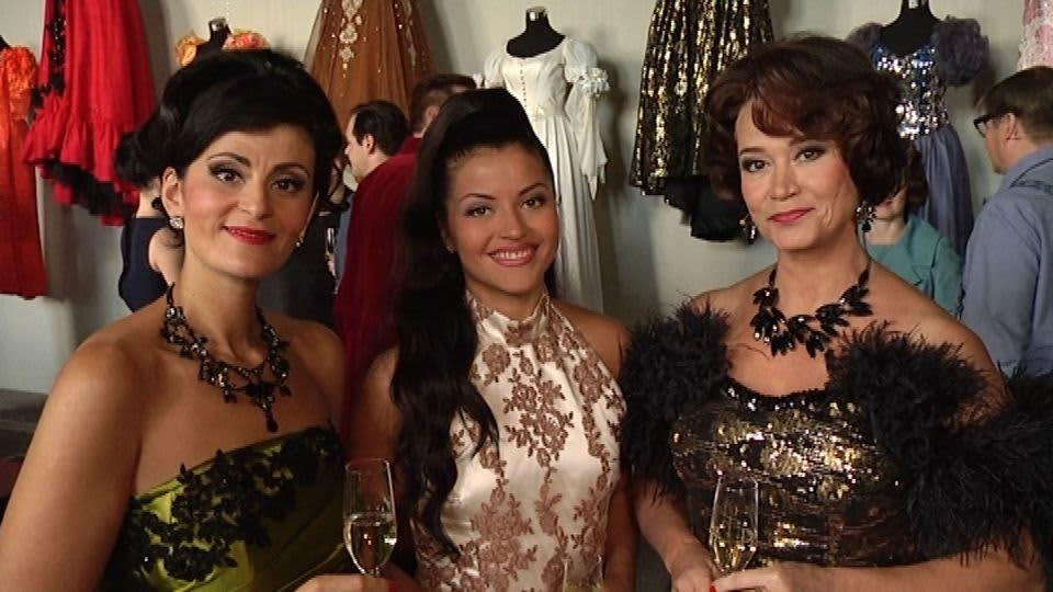 Angelika Klas, Sofia Arasola ja Kirsi Tarvainen esittävät kaikki Tamara Lundia.