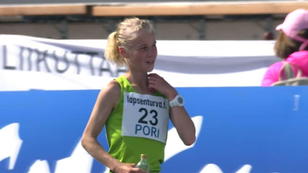Kestävyysjuoksija Alisa Vainio.