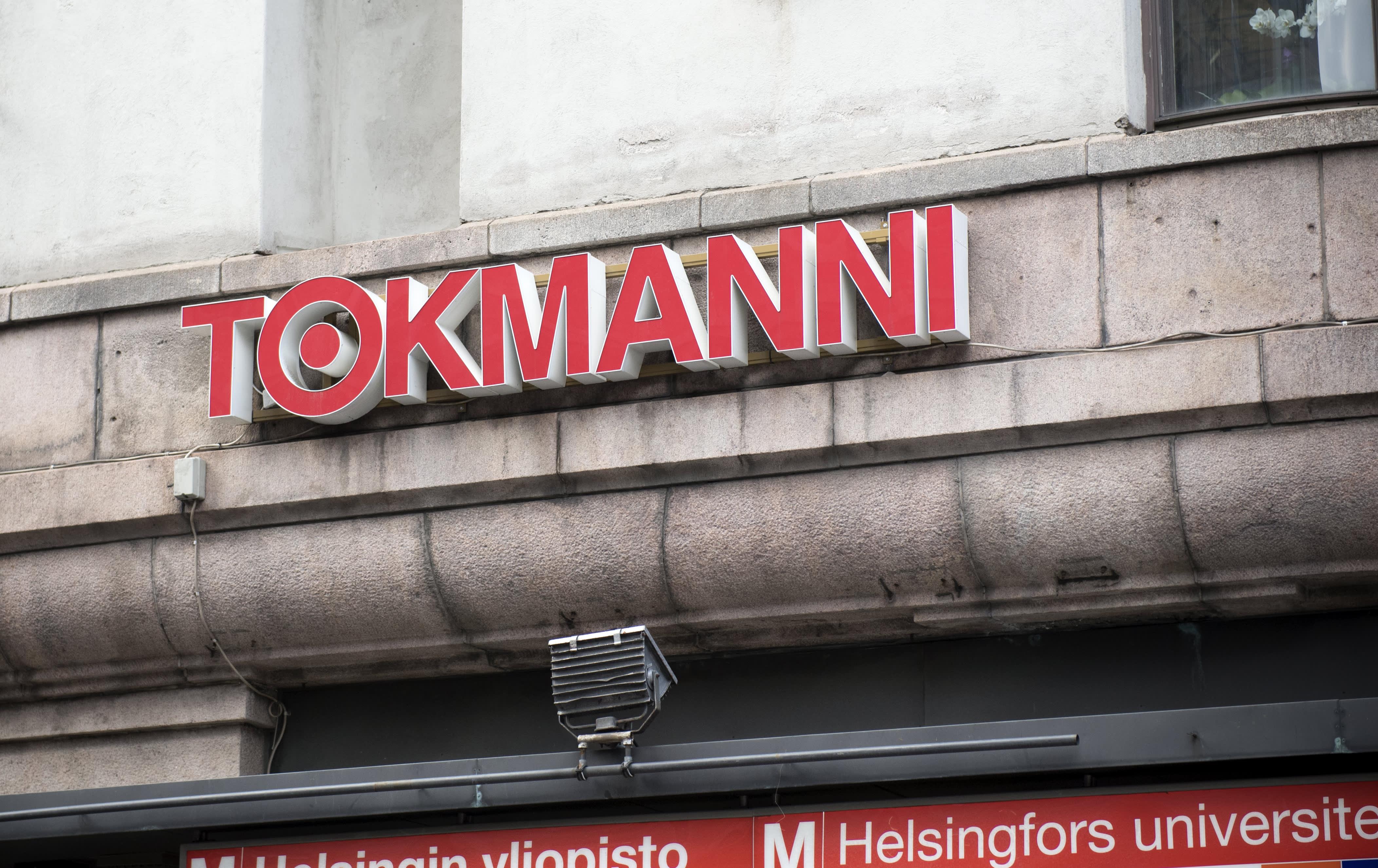 Tokmannin logo Kaisaniemessä