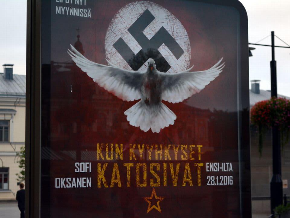 Kuopion kaupunginteatterin juliste näytelmästä Kun kyyhkyset katosivat.