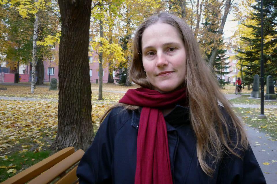 Alexandra Salmela puistossa