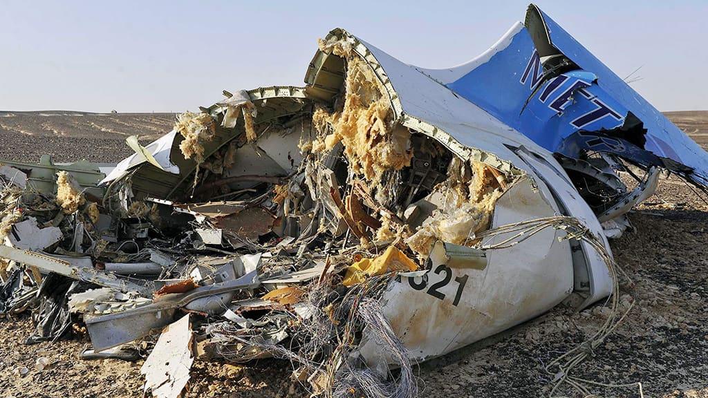 Lento-onnettomuudessa tuhoutunut venäläinen matkustajakone Siinain niemimaalla.