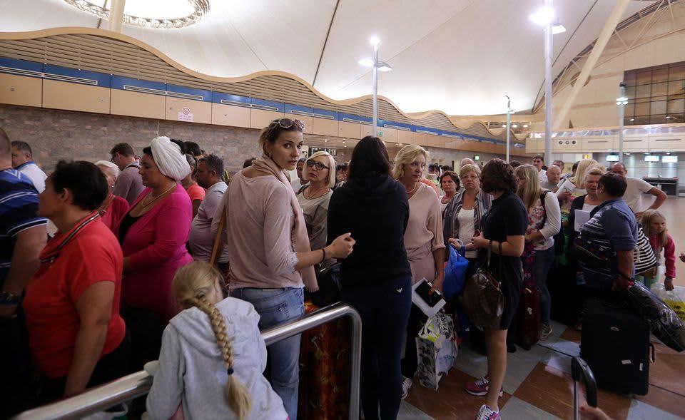 Venäläiset lomamatkailijat odottivat lähtevää lentoa Sharm el-Sheikin lentokentällä torstaina 5. lokakuuta.