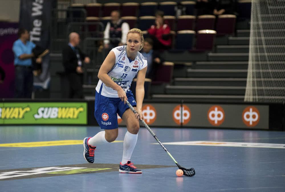 Suomen Laura Mertsalmi naisten salibandyn EFT-turnauksen ottelussa Tshekki vs Suomi 6. marraskuuta 2015 Tampereella.