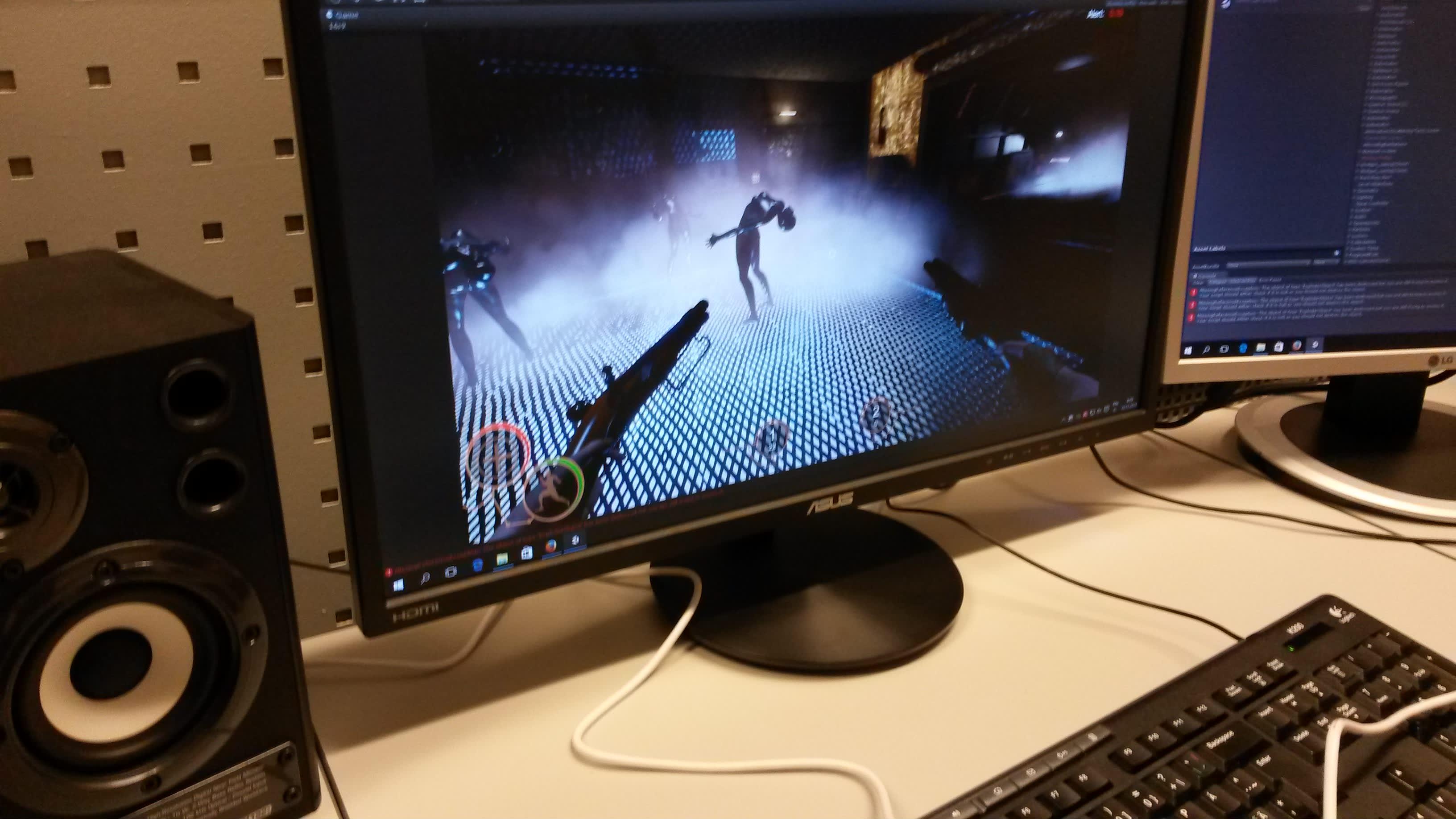 Tietokoneen näytöllä pelataan kouvolalaisen pelifirman Avenging Angel -tietokonepeliä.