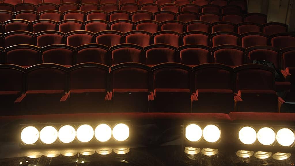 Teatterin tyhjä katsomo
