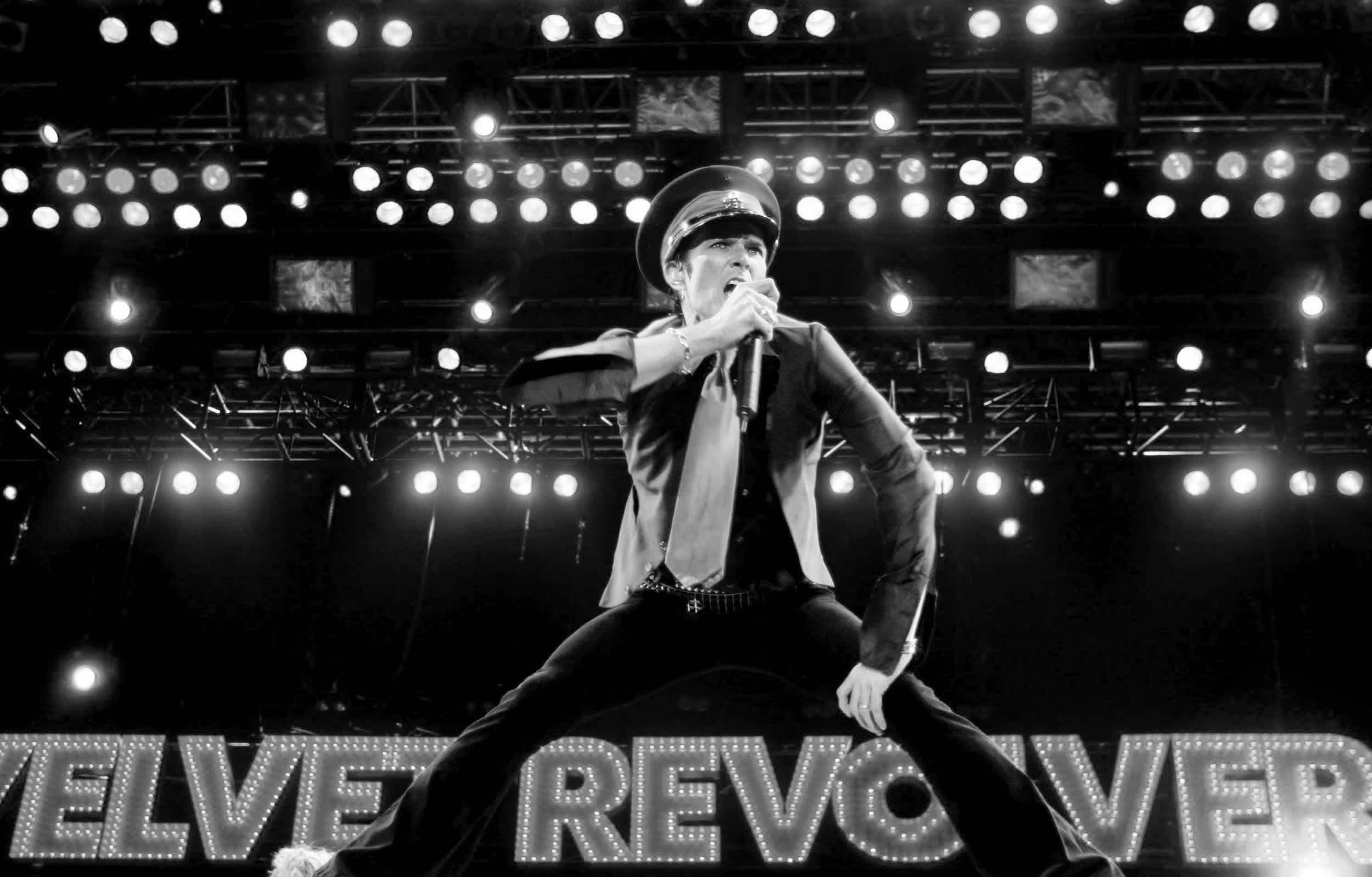 Scott Weiland esiintymässä yhtyeessä Velvet Revolver Saksassa vuonna 2005.