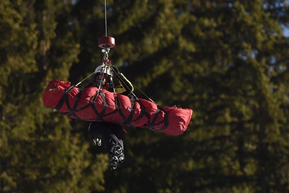 Matthias Mayer kuljetettiin sairaalaan helikopterilla onnettomuuden jälkeen.