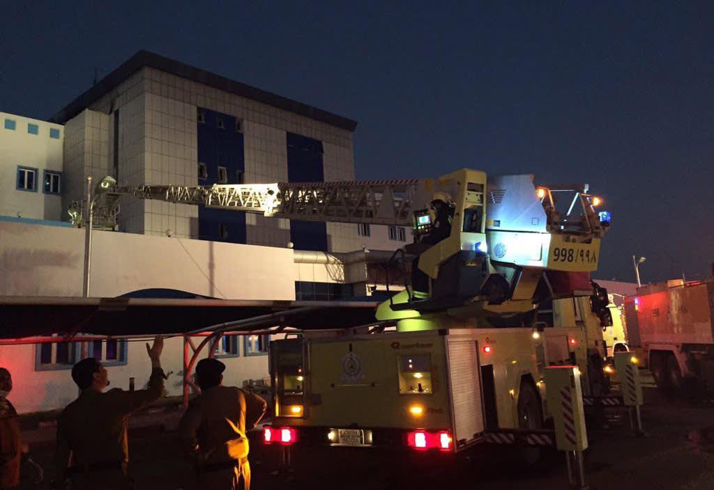 Palokuntaa Jazanin sairaalan ulkopuolella Saudi-Arabiassa 24. joulukuuta.