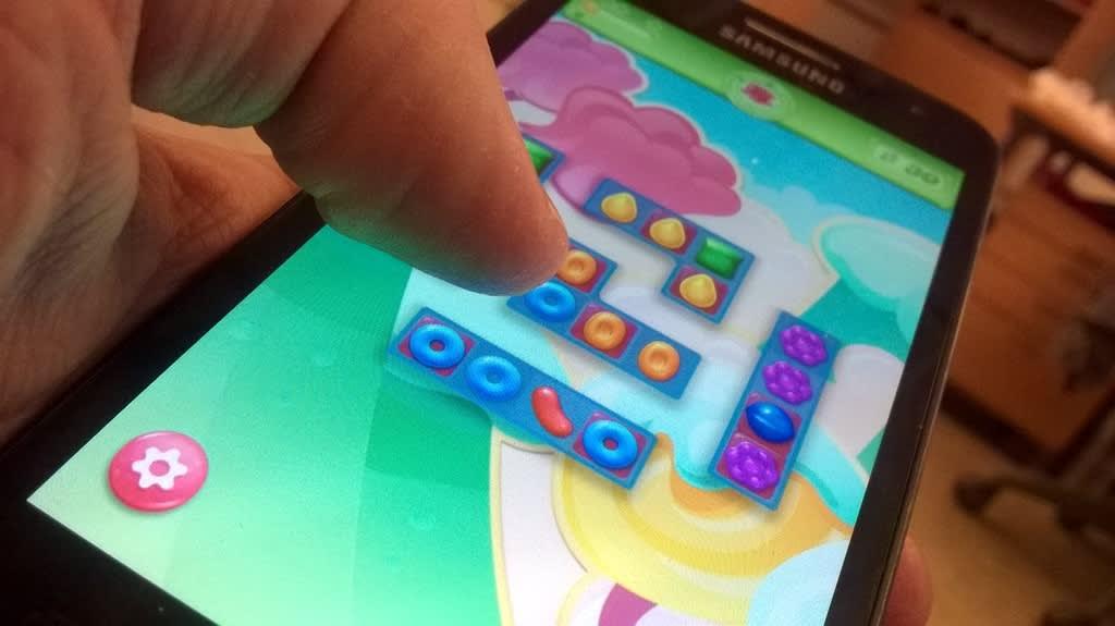 Mobiilipeli älypuhelimen ruudulla