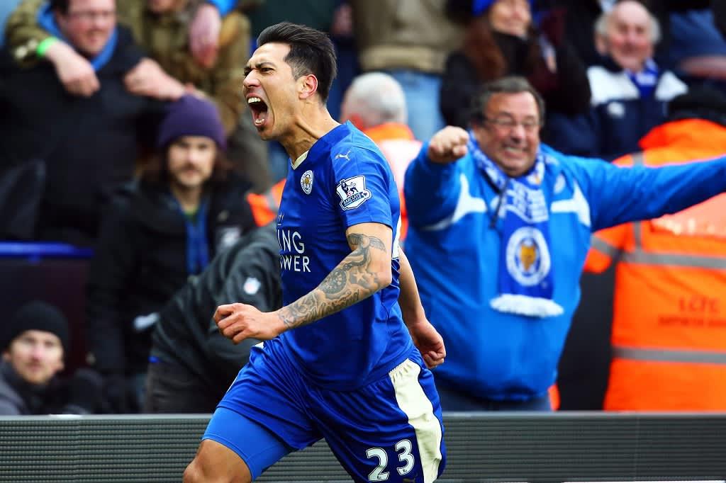 Leicester Cityn Leonardo Ulloa tuulettaa tehtyään joukkueen voittomaalin Norwichia vastaan.