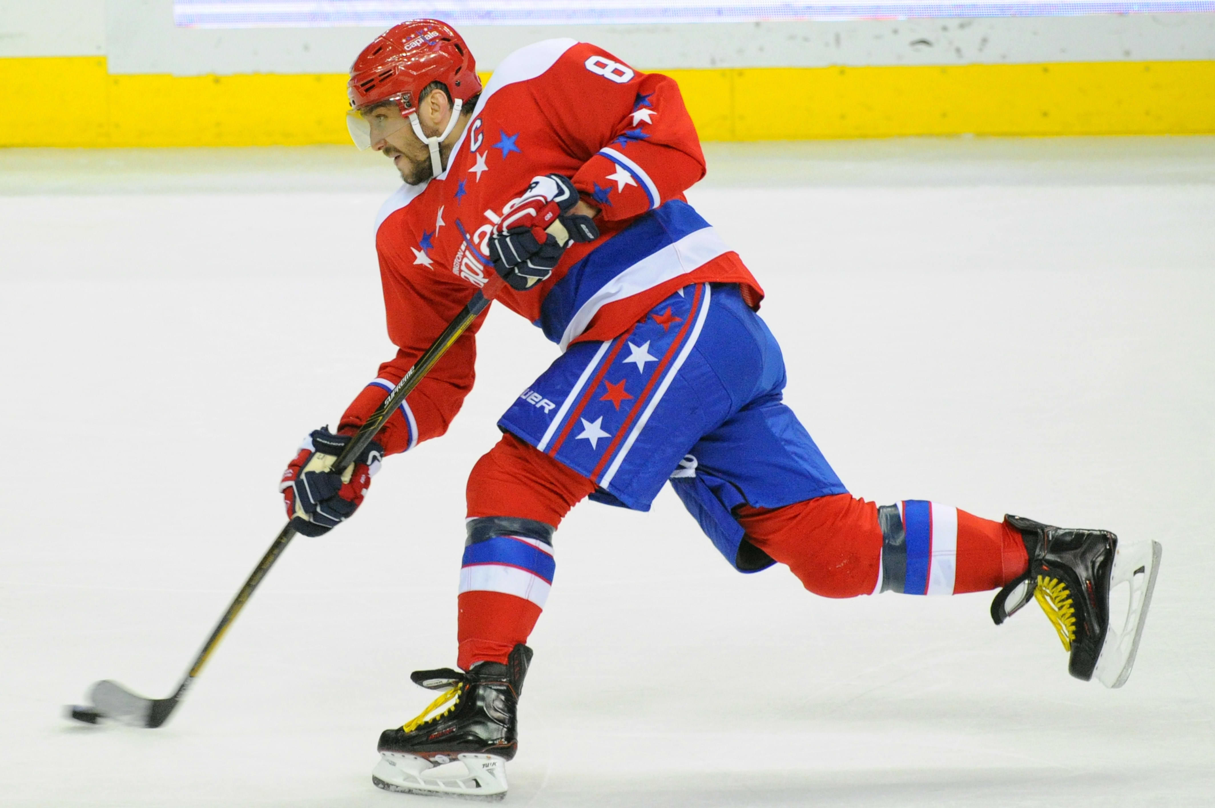 Aleksander Ovetshkin laukoo.