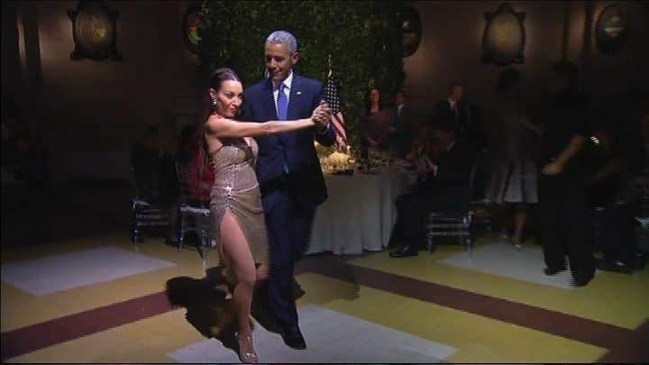 Obama tanssii tangoa Argentiinan vierailullaan.