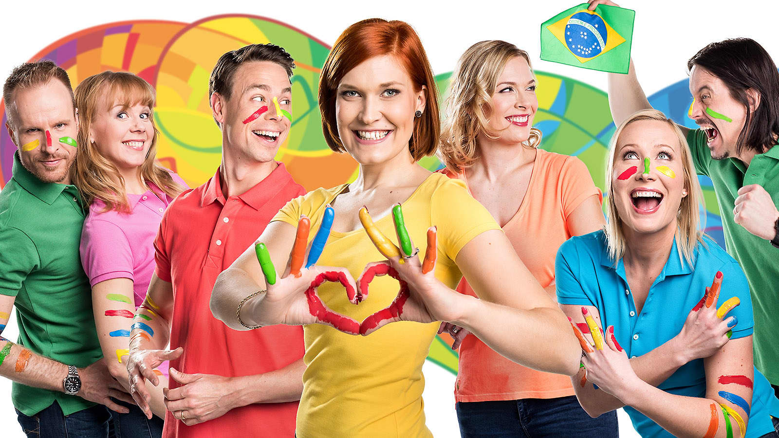 Ylen olympialähetysten juontajat yhteiskuvassa.