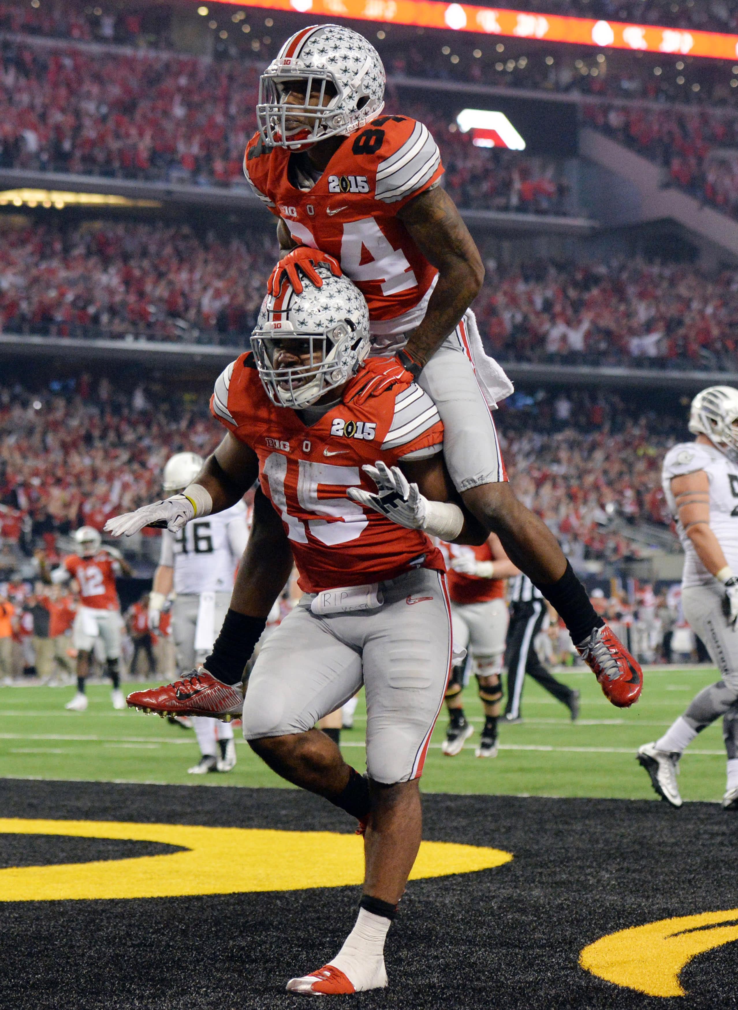 Ezekiel Elliott juhlii touchdownia Ohio Staten riveissä.